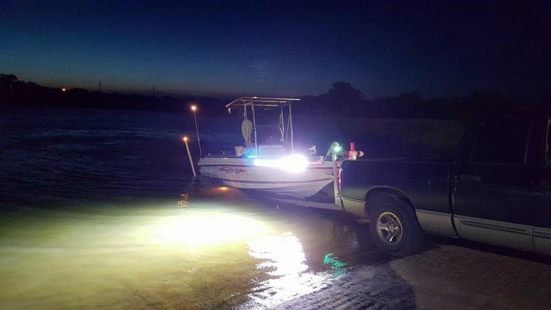 Green lights on my boat crappie fishing texas fishing for Boat lights for night fishing