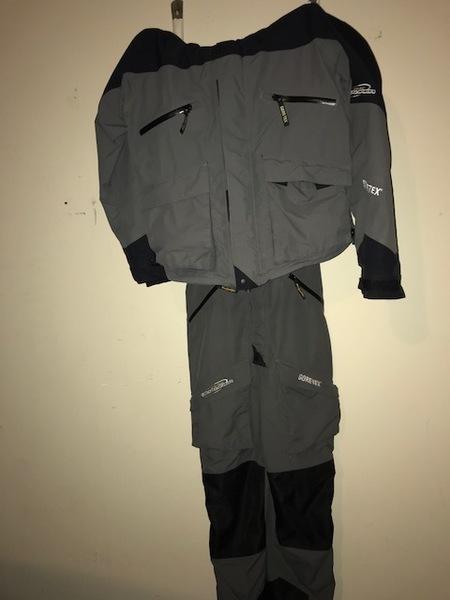 Bass pro shops pro qualifier gore tex rain suit size xl for Bass fishing rain gear